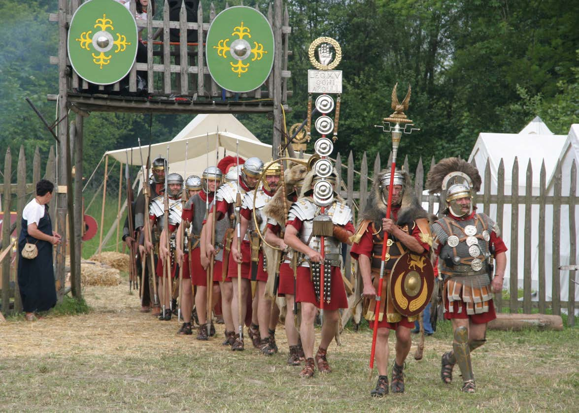 Roman Soldiers with Aquilifer Signifer Centurio