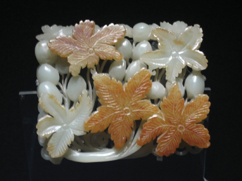 Jade ornament of flowers with grape design